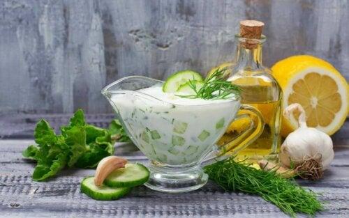 Oppskrift på gresk yoghurtsaus