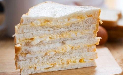 Smørbrød med egg og ost.