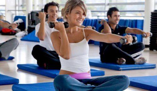 Er gruppetimer på treningssentre kun for damer?