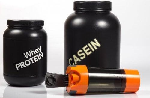 Myse- og kaseinproteinshake på boks