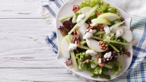 Tre smakfulle oppskrifter på waldorfsalat