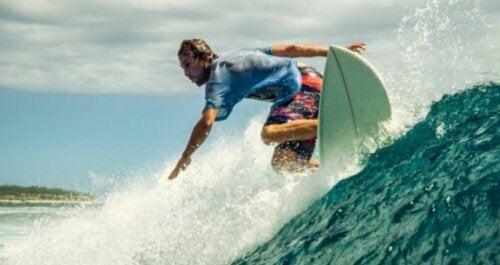 Surfing om sommeren: Et av de beste idrettsalternativene