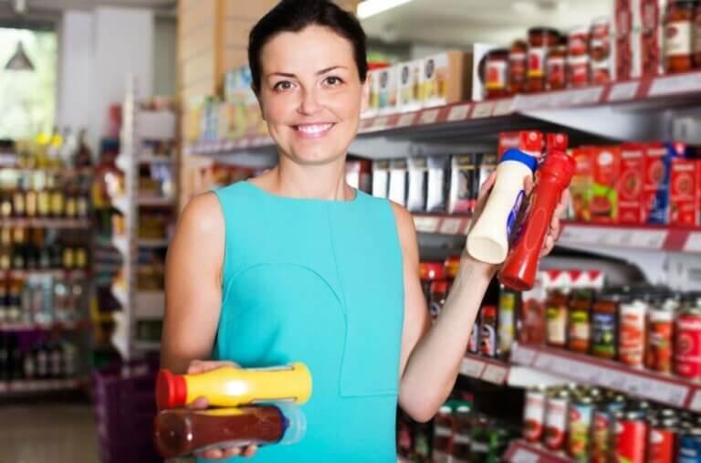 Fordelene med å erstatte kommersielle sauser med krydder og tilbehør