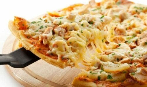 Pizza med kylling.