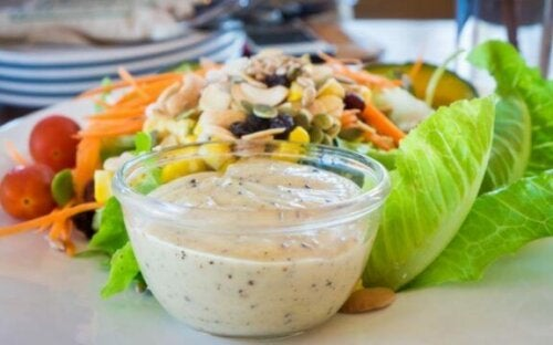 Salat med saus