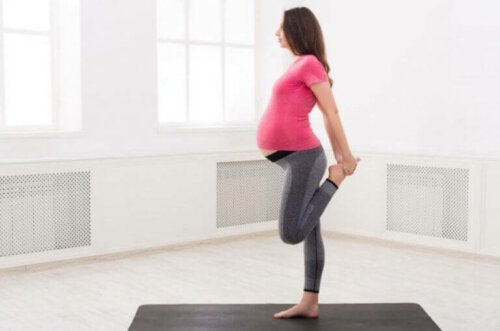 Hvilke øvelser kan jeg gjøre mens jeg er gravid?