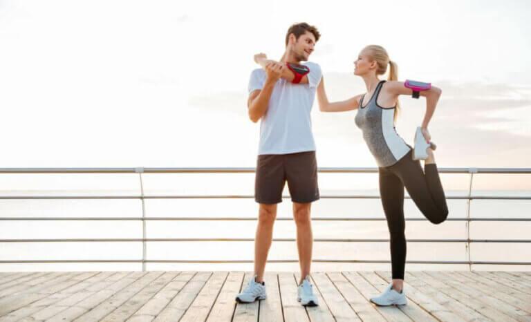 De beste fordelene ved å utøve sport med en partner