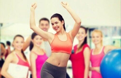 Kvinner på et treningsstudio.