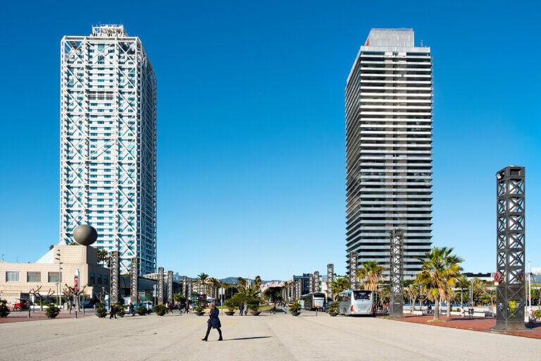 De olympiske landsbyene har ført til moderniseringsprosjekter i forskjellige byer, som i Barcelona.