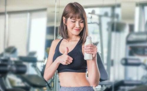 Er det bra å drikke melk før du trener?
