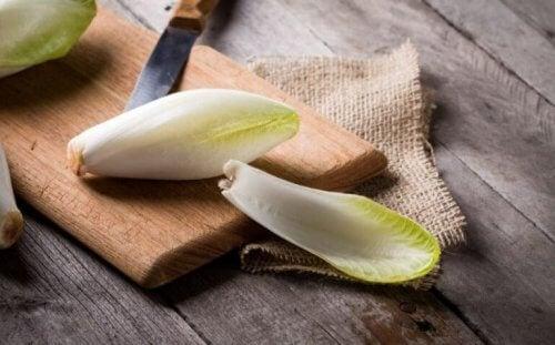 Endive er en av de merkeligste salattypene