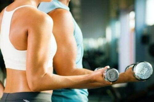 Øvelser du kan gjøre hjemme for å styrke underarmene