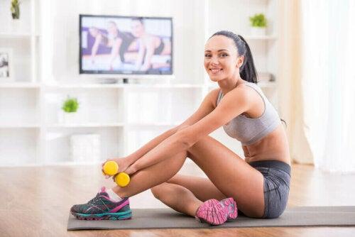 Slik skaper du sunne vaner gjennom å trene hjemme