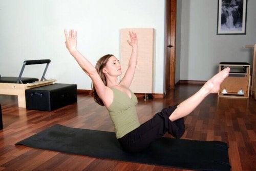 Alt du trenger å vite om pilates for ryggsmerter