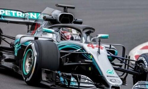 Hvordan har sikkerheten innen Formel 1 blitt forbedret?