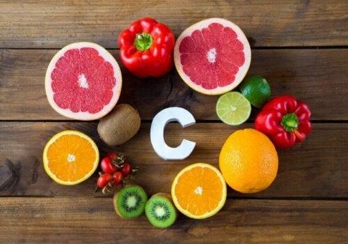 Sitrusfrukter og andre matvarer som inneholder C-vitamin for å forbedre ytelsen til idrettsutøvere
