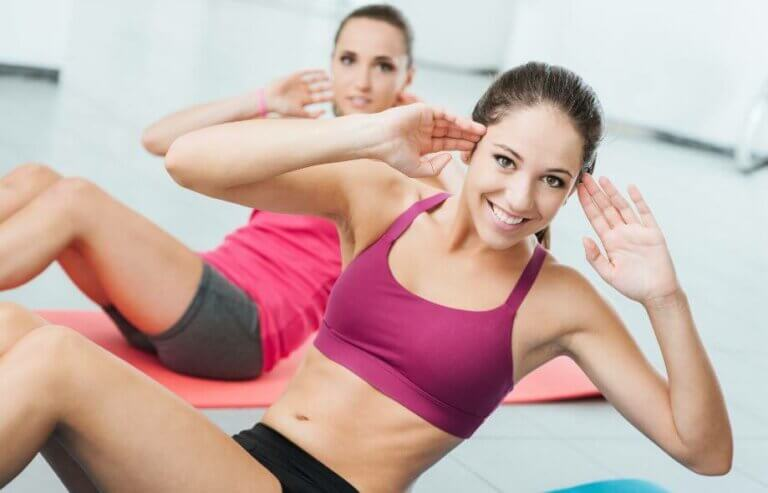 Hvordan forbrenne fett ved å gjøre mageøvelser