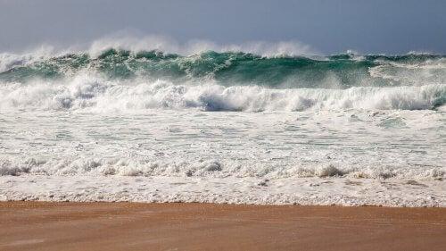 Strand som er perfekt å surfe på.
