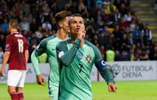 Cristiano Ronaldo på banen.