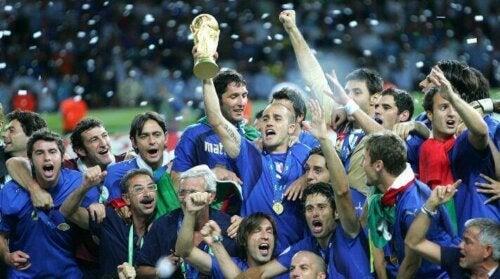 Det italienske fotballaget feiret i 2006.