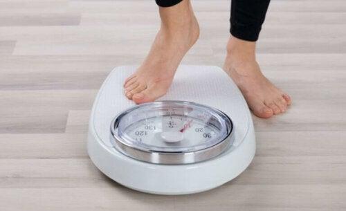 De vanlige årsakene til et diettplatå