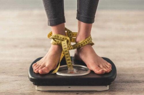 Hvorfor er det vanskeligere å gå ned i vekt etter et tilbakefall?