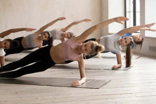 Isometriske øvelser for å bygge muskler.