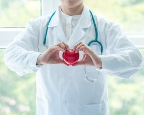 Lege med hjerte.