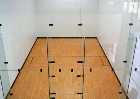 En racketballbane