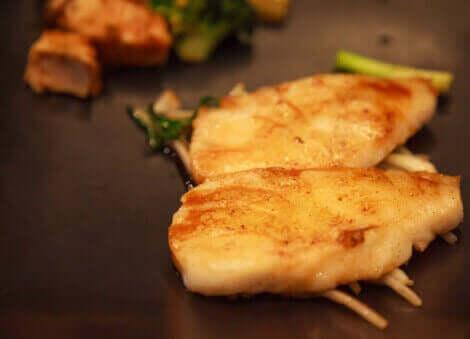 Fisk er blant annet rik på fordelaktige proteiner