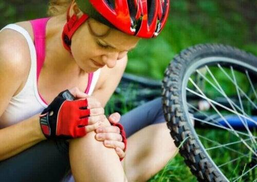 Hvordan kan du forhindre kneskader under sykling?