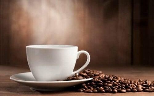 Er det usunt å innta for mye koffein?