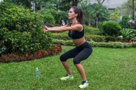 treningsrutine for kvinner, ben, knebøy