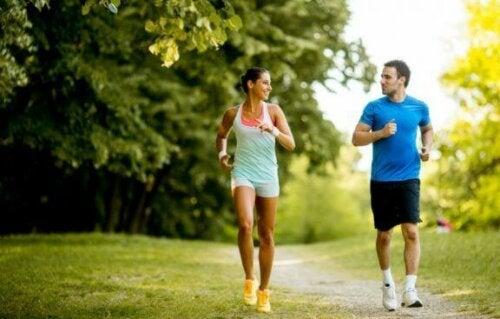 Kan du snakke med noen mens du løper?