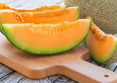 Kan du gå ned i vekt med vanndrivende mat?