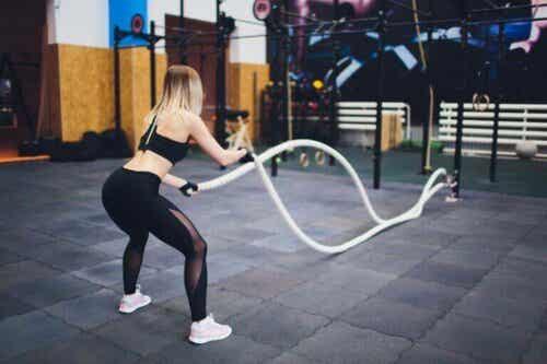 Slik kan du bruke treningstau til å trene kroppen