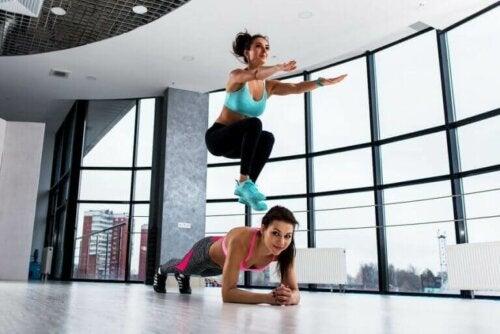Legg til knebøy med hopp til din daglige treningsrutine