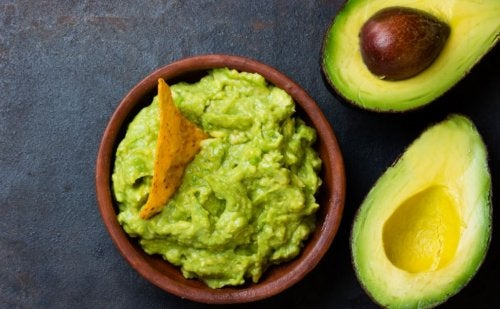 Schaal met guacamole