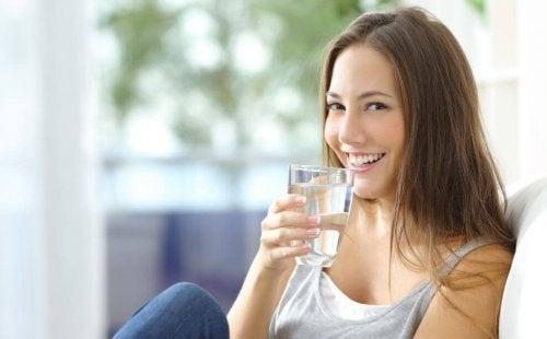 Platte buik en water drinken