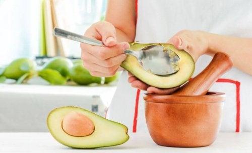 Zelf  een gezonde avocado-pesto maken