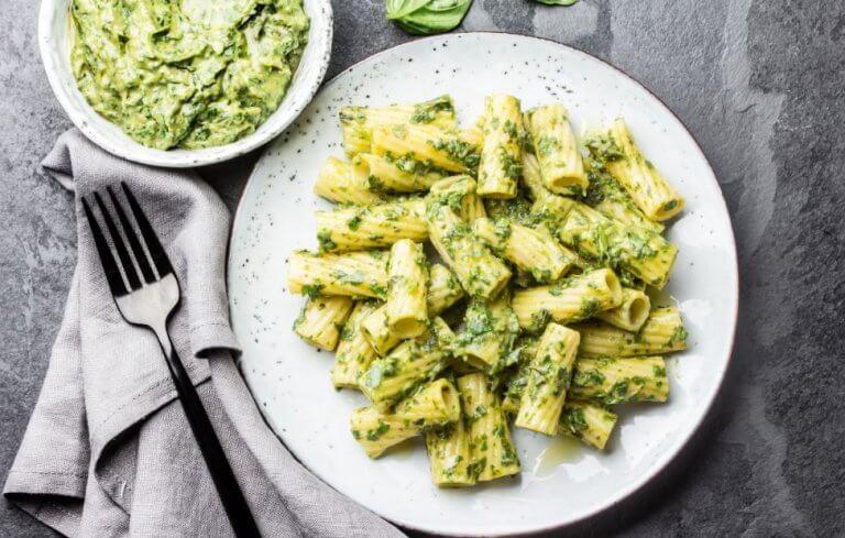 Pasta met avocado-pesto