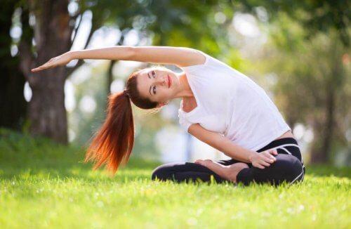 Yogahoudingen om de botten te versterken