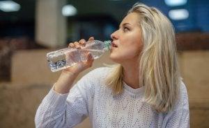 Onthouden water te drinken