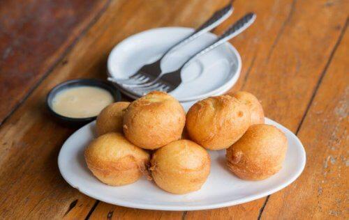 Veganistische recepten gefrituurde aardappelbollen