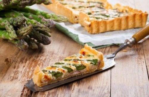 Quiche hoort bij de heerlijke recepten met asperge