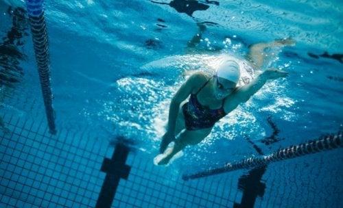 Vijf oefeningen voor zwemmers