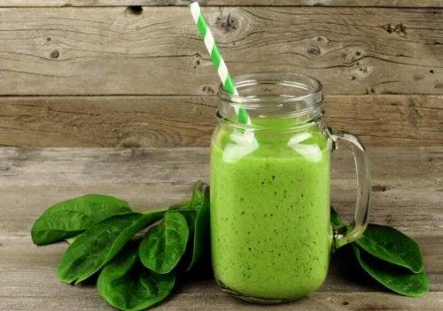 kan met groene smoothie