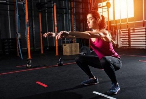 6 oefeningen voor benen en bilspieren zonder apparatuur