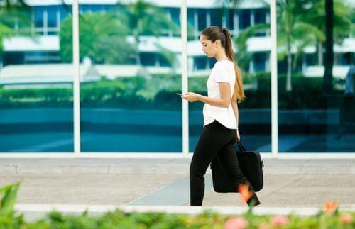 De voordelen van wandelen naar het werk