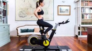 De slimme fiets om thuis te trainen